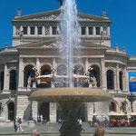 Deutschland Frankfurt Alte Oper im Sommer