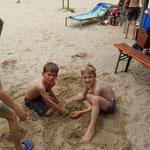 Auch Sandburgen werden gebaut