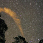 La scia di un asteroide che ha illuminato una notte nel deserto australiano
