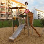Riesa, Heinz-Steyer-Straße, Spielplatz der Wohnanlage, Baujahr 2018