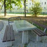 Magdeburg, Annastraße, Picknicktisch mit Bank