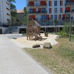 Dresden, Felix-Dahn-Weg 17, Spielplatz Wohnanlage