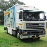 1991 Veewagen/ Transportwagen Attractiepark Slagharen DAF 95, Kenteken: VN-90-JG (Met uitgestrekt logo vanaf ca. 2000 over de letters 'Ponypark Slagharen')