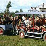 Jaren '70 Op de voorste tredeplank, Henk Bemboom's oudste zoon Willem Bembom en op de achterste tredepland, (Cowboy) Hein Nijkamp.