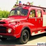 1975 Dit voertuig, Austin 3KBN, met kenteken RJ-87-54, is destijds overgekocht van het brandweerkorps Sliedrecht en toegevoegd aan het wagenpark van Ponypark Slagharen.