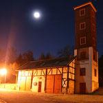Feuerwehrturm bei Nacht