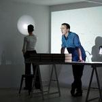 Marie Bouts dessin au mur à la lampe frontale, Matthieu Dibelius, conférence filmée