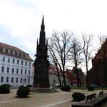 Unihauptgebäude, Rubenowdenkmal und Jacobikirche