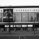 """Kino International in der """"Stalin Allee"""""""