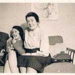 1953, Ostern mit ihrer Grossmutter, Edith Deman-Delkamp und Grossvater Albert Sylvester in Bonn