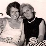 1962, mit ihrer Mutter Gerda Deman in Bonn