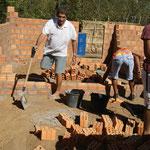 Alle Helfen beim wiederaufbau
