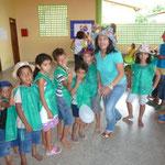 Iva Engels mit Kindern der Fundacao