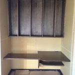 クローゼットだった場所を造作のデスクと棚に。