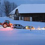 Letzte Rettung in der Not bevor es ganz finster wird: ein Traktor muss her!