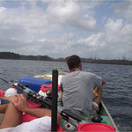 Navigation sur le barrage de Petit Saut, pour rejoindre Takari Tanté