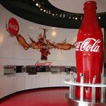 und zu probieren... 60 verschiedene Cola Sorten gibts hier gratis zu probieren, soviel man will....