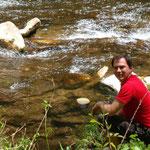 Pascal hält ausschau nach ein paar Fischen