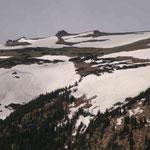 Über 3500 Meter hats hier noch reichlich Schnee, obwohl es gar nicht mal kalt ist...