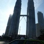Die Petronas Towers, das Wahrzeichen Malaysias. Mit 452 Meter eines der höchsten Gebäude der Welt...