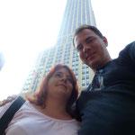 Wir mit Empire State Building hinten...