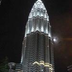 Bei Nacht sind auch die Petronas Towers sehr schön beläuchtet.