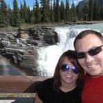 Wir mit Wasserfall
