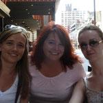 Katharina und Schwester sind auch zufällig in New York. Bei Einer Cola und Cheesekake wird ein wenig geplaudert...