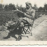 1943 - Babbo in lettura - reading father