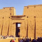 Edfu, tempio ingresso