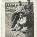 1943 - Babbo ( in piedi a destra ) con uomini di lavoro - father ( stand at right ) with working men