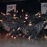 Das NZO-Ballett schwebt als Raben über die Bühne und beendet das Programm