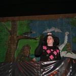 Der Zunftrat erzählt die Geschichte des verschwundenen Narrenbrunnens im Stile eines Kasperletheaters