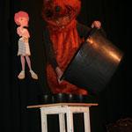 Die Maus (Kerstin Mullan) probiert sich als Cupcake Bäckerin und leitet zum letzten Programmpunkt des Abends über