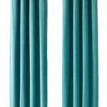 柔らかいベルベット素材のカーテン。全5色(カーテンレール抜き)。SANELA。約69ユーロ。©Inter IKEA Systems B.V.