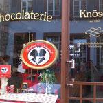 喫茶店の横にあるショコラテリアではStudentenkuss以外にトリュフなども販売されている。