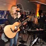 フォークとロックを混ぜた姉妹バンド「Klima」(クリーマ)のライブはCarlton Bar & Restaurant(Brienner Strasse 10)で開催。©maro