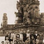 Ev. Volksschule Geisecke, Ausflug zur Hohensyburg um 1935