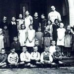 Ev. Volksschule Geisecke um 1933, Lehrer Kipp mit der Unteretufe