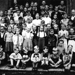 Volksschule Geisecke, Klassenfoto von 1953, Klasse 3-8