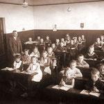 Evangelische Volksschule Geisecke, Klassenfoto um 1932