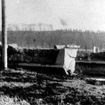 Die Ruhrbrücke in Geisecke nach der Sprengung durch die Wehrmacht am 14. April 1945