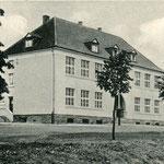 Die Schule von 1928/39 in Geisecke um 1940