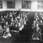 Katholische Volksschule Geisecke, Klassenfoto um 1932