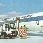 Finnair Douglas DC-9-50 mit Enteisungsfahrzeug/Courtesy: Finnair