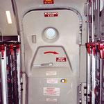 Hintere Servicetür einer MD-82 der Austrian. Man beachte, dass der Wulst fehlt/Courtesy Karl Seltenhammer