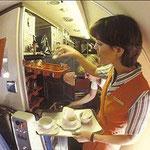"""""""Das Arbeiten an Bord einer MD-80 ist kein Zuckerschlecken""""/Courtesy: Swissair"""