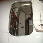 Geöffnete Servicetür einer MD-83 der Jetsgo von außen, offen/Courtesy: flight attendant
