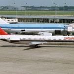 Die HB-ISW in Amsterdam mit einer Airbus A310-200 der KLM im Hintergrund/Courtesy: Sandor van Maaren