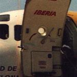 Oft nutzten Fluggesellschaften auf die Türverkleidung für ihren Schriftzug/Iberia MD-87/Courtesy: MD-80.com
